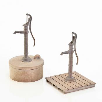 Gårdspump i brons, skala O.
