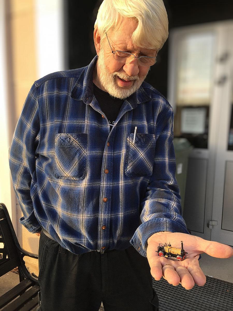 Ralph Angestam med senaste prototypen av Förstlingen